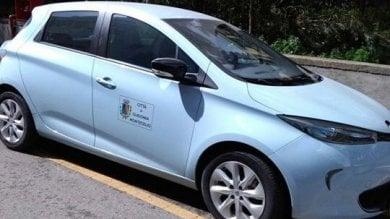 Guidonia, l'auto del sindaco cinquestelle  parcheggiata sul posto riservato ai disabili