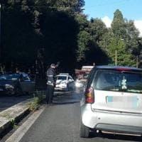 Roma, dopo aver provocato tamponamento su Muro Torto abbandona l'auto e