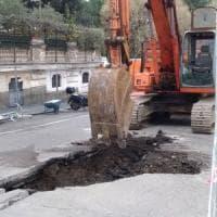 Roma, voragine in via Puccini: traffico deviato