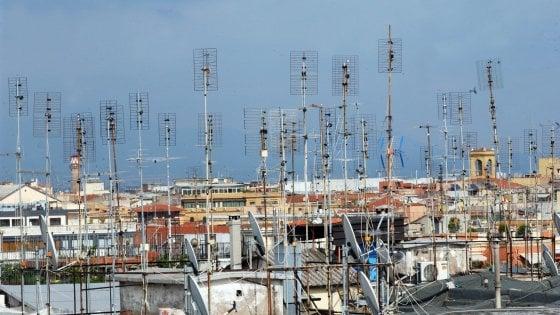 """Antenne su Roma, una selva da 1,7 milioni di impianti. """" Centralizzate? Il 10%"""""""