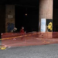 Emergenza buche a Roma: chiuso a metà sottopasso in zona Termini. Cittadini