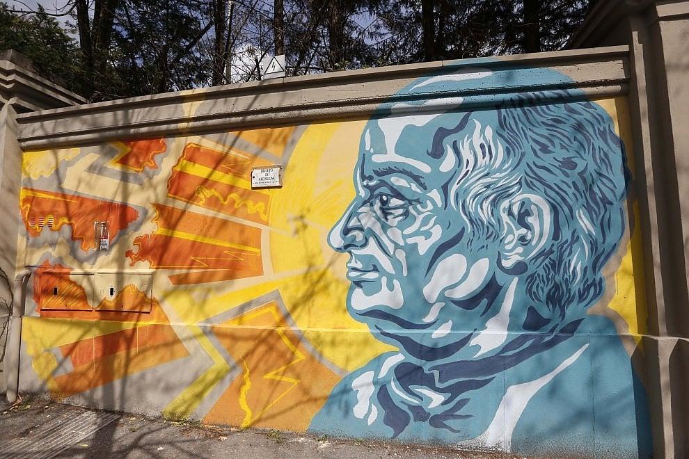I volti dei tredici scienziati che hanno rivoluzionato la medicina sul muro dello Spallanzani di Roma