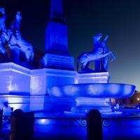 Quirinale, la fontana dei Dioscuri si tinge di blu per la Giornata della consapevolezza dell'autismo