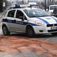 Roma, camion tampona auto polizia locale: 3 agenti feriti