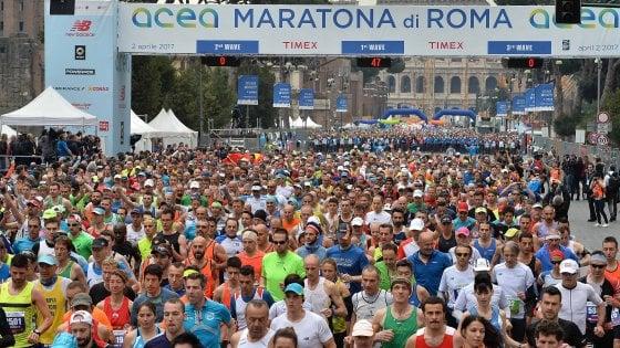 Crolla traguardo della Maratona di Roma ai Fori Imperiali: nessun ferito