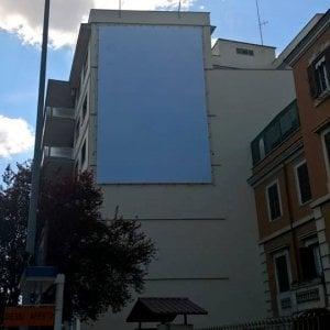 Roma, rimosso il maxi cartellone Pro-Vita in via Gregorio VII