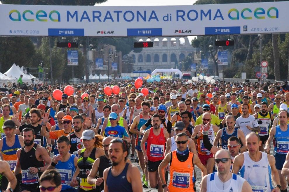 Maratona di Roma, i runner invadono la città