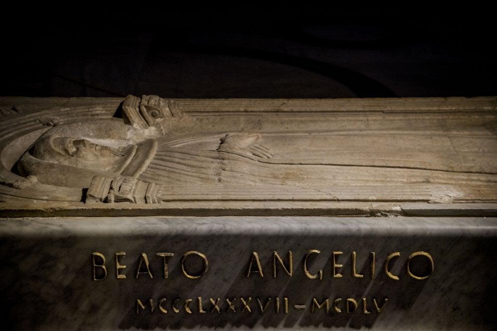 Roma, sfregiata la tomba del Beato Angelico