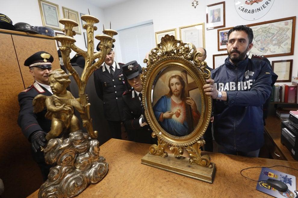 Roma, ritrovato il quadro rubato dalla Chiesa Nuova: restauratore denunciato