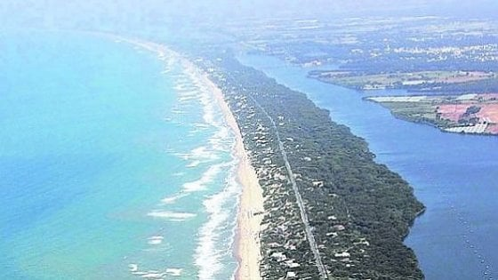 Sabaudia, marcia indietro sulle spiagge per disabili: il Comune impugna l'ordinanza