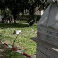 Roma, vandali in azione al Gianicolo: buttati a terra due busti dei patrioti