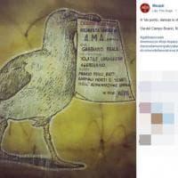 Roma, il gabbiano gigante cerca lavoro all'Ama: la provocazione di Maupal