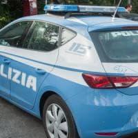 Roma, tenta il suicidio gettandosi dal terrazzo condominio: polizia lo salva