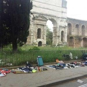 Roma, vigili di nuovo accerchiati da ambulanti a Porta Maggiore