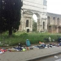 Roma, vigili di nuovo accerchiati da ambulanti a Porta Maggiore