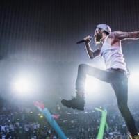 Jovanotti trasforma il concerto al Palaeur in una serenata rap alla sua
