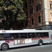 Roma, ancora un autobus in fiamme