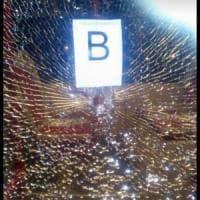 Roma, sassi e oggetti contro tre bus a Tor Bella Monaca: passeggera lievemente
