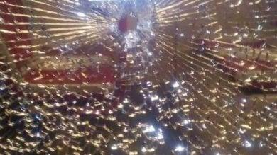 Roma, sassi e oggetti contro tre bus a Tor Bella Monaca: passeggera lievemente ferita