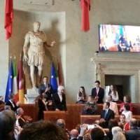 Natale di Roma, Raggi dà il via a festeggiamenti. Premiato Gigi Proietti.