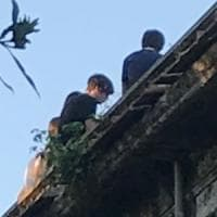 Roma, adolescenti salgono a ballare sulla terrazza pericolante delle Scuderie