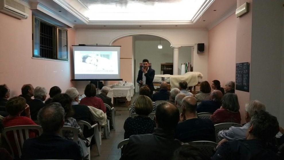 Vendita Materassi Roma.Roma Vendita Di Materassi Per Salvare Il Circolo Dem Di Palmarola
