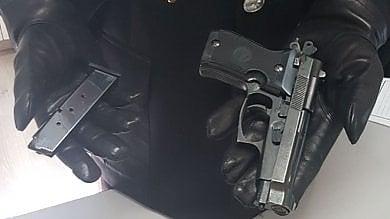 Mentana, minaccia con una pistola i carabinieri intervenuti in soccorso della ex moglie
