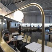 Aeroporto di Fiumicino, inugurata la Plaza Lounge: docce riservate postazioni