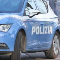 Roma, pagano il tassista poi lo picchiano e lo rapinano: presi in 4
