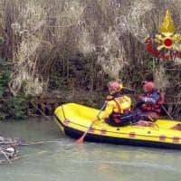 Roma, cadavere ritrovato nell'Aniene con cavo intorno al collo: si indaga per omicidio