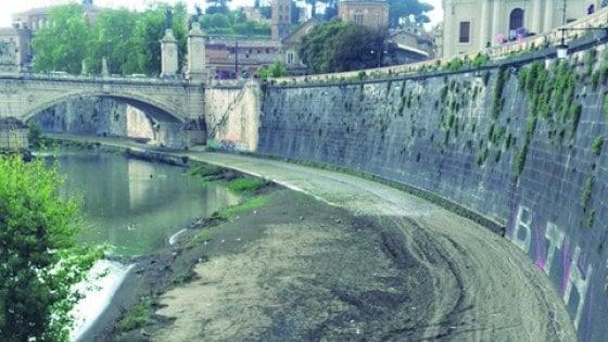 Roma, tra fango e rifiuti ciclabile off limits lungo il Tevere