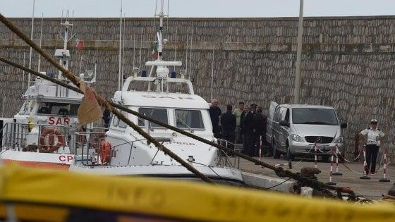 Terracina, trovati due corpi in mare abbracciati: sono la compagna di un imprenditore e sua figlia