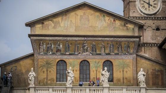 Roma santa maria in trastevere si scopre dopo il restauro for Quando si festeggia santa ilaria