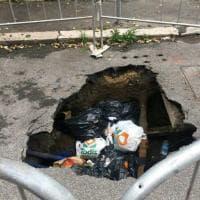 Roma, a Monteverde Vecchio la voragine diventa una discarica