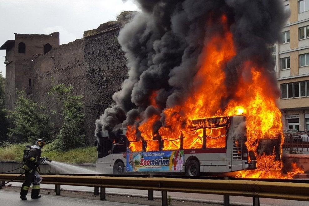 Autobus Atac, due anni di fiamme e paura