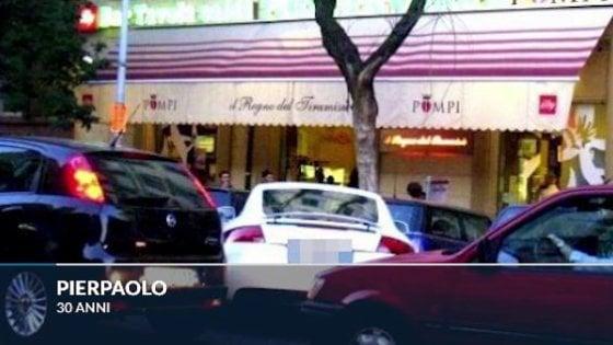 Roma, Smart in doppia fila blocca il bus: passeggero difende l'autista e viene picchiato
