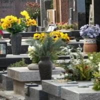 Roma, nascondevano i soldi dell'usura nella tomba di famiglia al cimitero di Prima Porta: arrestati