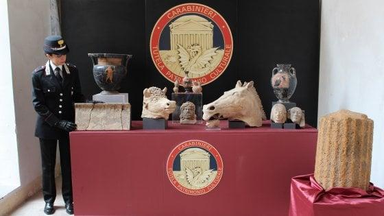 Roma, i carabinieri recuperano quasi un milione di euro in reperti archeologici
