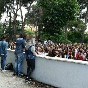 """Roma, al liceo Benedetto da Norcia """"raid squadrista"""" di Blocco studentesco. Aggrediti due studenti"""