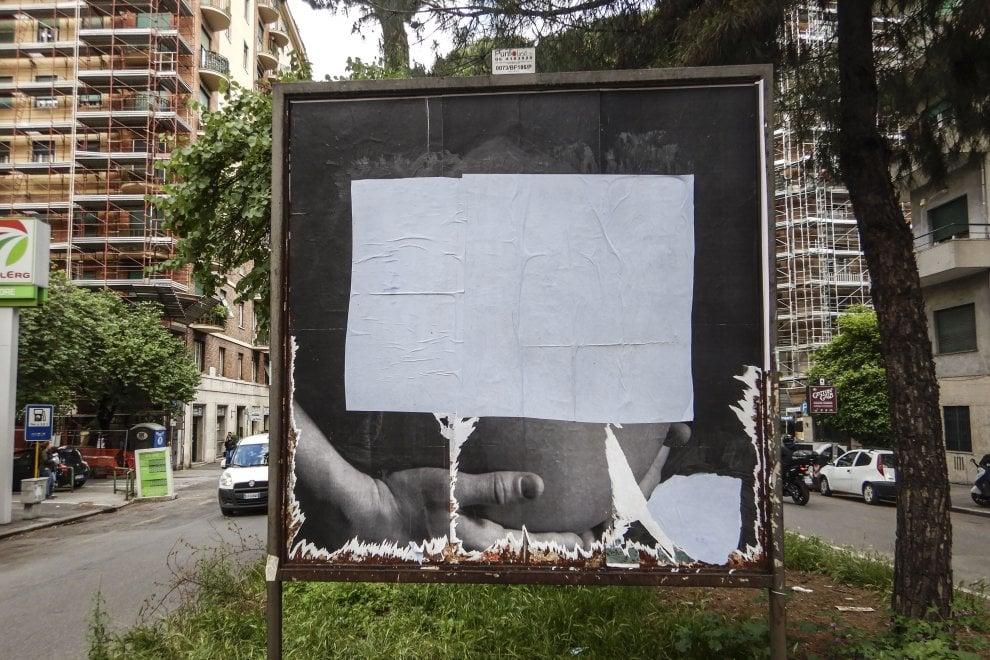 Roma, rimossi i cartelloni 'prolife' contro l'aborto di Citizen Go