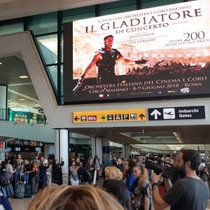 Fiumicino, le musiche del Gladiatore risuonano in aerporto