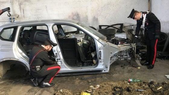Roma, rubavano auto di lusso le smontavano e rivendevano i pezzi:  arrestati