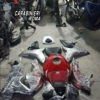 Roma, Quadraro, trasformava moto rubate e le rivendeva, in manette