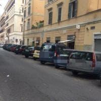 Roma,  a Testaccio asfaltate le vie spariscono le strisce blu. E la sosta diventa gratis