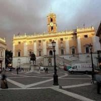 Roma, gabinetto della sindaca Raggi: a casa uno su quattro. Picco assenti sotto i 5S