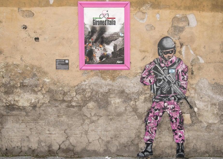 Giro d'Italia, a Roma murale sul conflitto israelo-palestinese