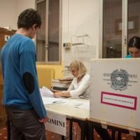 Roma, la sfida nei municipi al voto: test sul consenso di Raggi