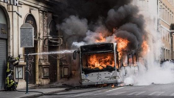 """""""Regia interna dietro ai guasti di bus e tram a Roma"""": la denuncia dei manager Atac in procura"""