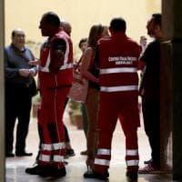 Roma, entra in ascensore ma precipita nel vuoto: donna muore sul colpo