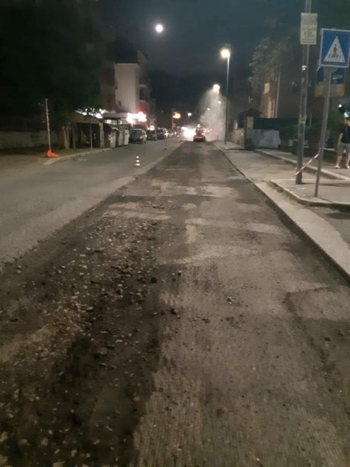 Buche a Roma, rattoppo asfalto manda in tilt il traffico: disagi a Casal de' Pazzi